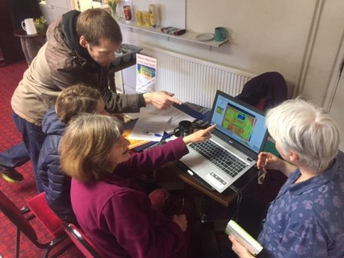 Members of East Oxford community gather to look at the results of thermal imaging in the area, funded by a Low Carbon Hub community grant